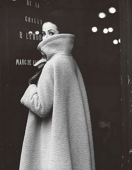 Gitta Schilling in a coat by Nina Ricci. Photographed by F.C. Gundlach, Paris 1962. #60s #style #fashion