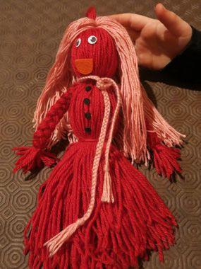 Fabriquer une poupée en laine ! De vieilles pelotes de laine sous le coude ? Lancez-vous dans les poupées ! Une activité à partagée avec les enfants, qui voudront peut-être, comme dans notre cas, fabriquer un bonhomme (un amoureux) après la demoiselle !