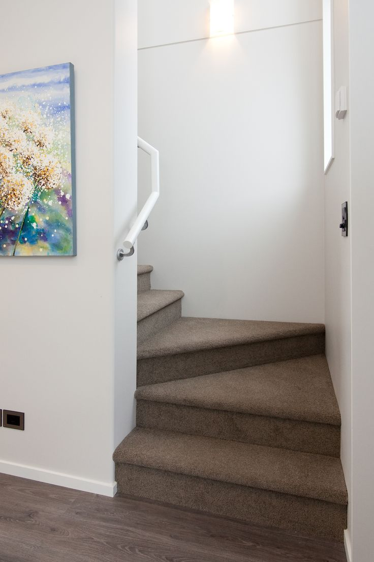 A simple staircase complete in lush carpet features in this G.J.Gardner home.