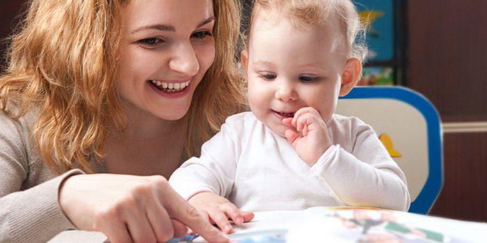 Czytające trzylatki wzbudzają czasem nasze niedowierzanie, ale nie ma w tym nic nadzwyczajnego. Istnieją metody, które pozwalają nauczyć czytania nawet tak małe dzieci. Czy warto to robić, i jak się do takiej nauki zabrać, aby wspólne starania przekształciły się w zadowolenie rodzica i radość dziecka. Oto kilka wskazówek. #kiddystarter