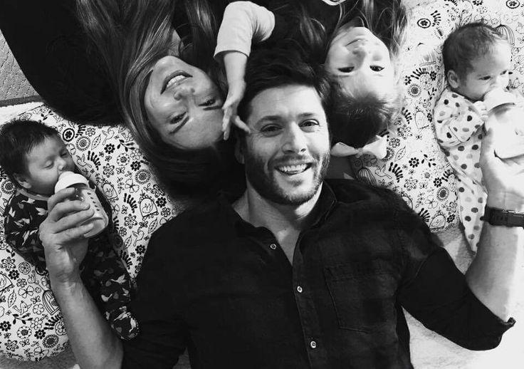 Jensen with his wife Daneel and his newborn twins Zeppelin and Arrow ❤