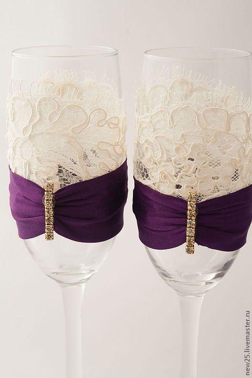 Купить или заказать Свадебные бокалы с кружевом в интернет-магазине на Ярмарке Мастеров. Свадебные бокалы декорированы итальянским кружевом, атласом, фурнитурой со стразами.