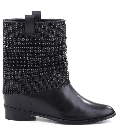 Quem nunca desejou essa bota com polaina metalizada? Agora, nas cores que são tendências da temporada, uma das botas mais desejadas da SCHUTZ ganha polainas metalizadas total black, perfeito para com