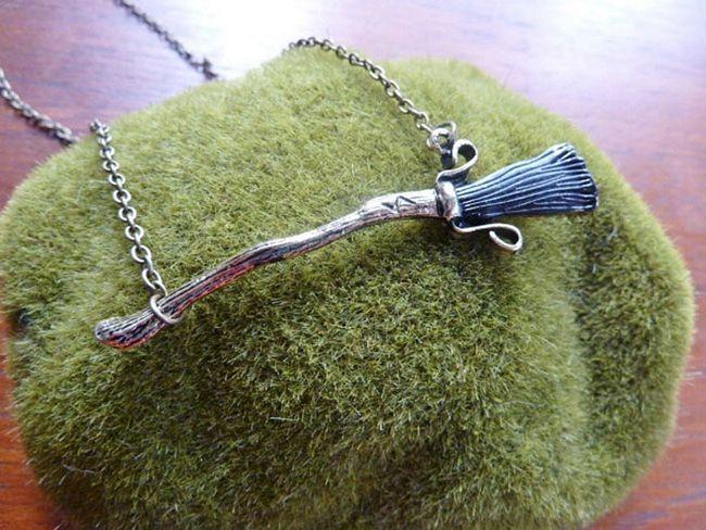 acessórios-inspirados-em-livros-15 - Colar Vassoura do Harry Potter