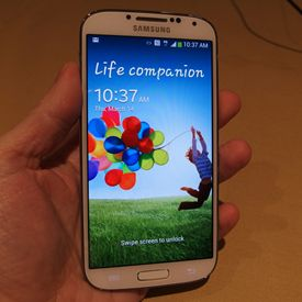 Samsung Unveils 5-Inch Galaxy S4, Set for April Release Date - Getting this phone as soon as it's out!! Cannot wait! <3