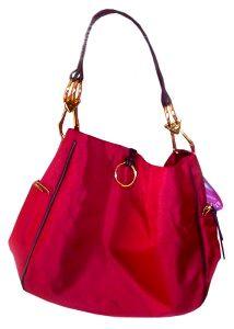 Model tas wanita cantik dengan hiasan ring.