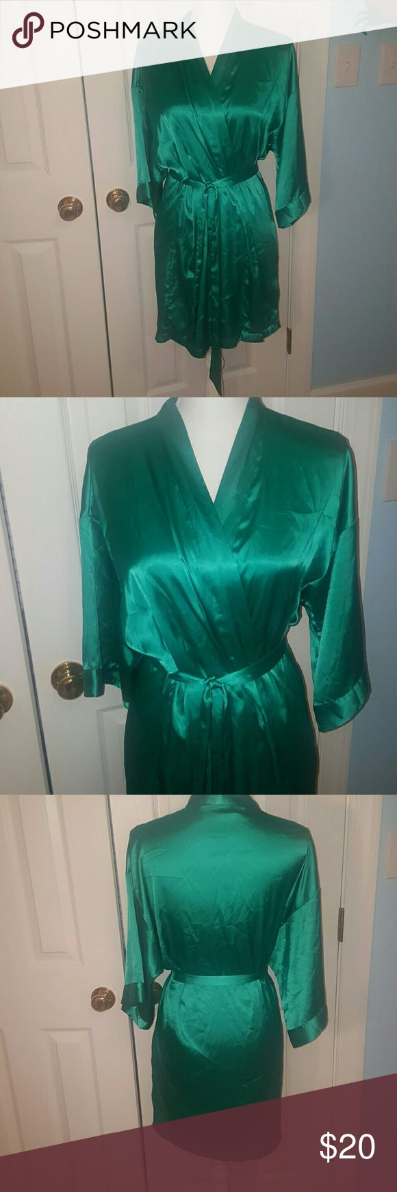 Victoria's Secret green satin kimono S/M Beautiful emerald green Victorias Secret satin kimono. Size S/M. Very great used condition, some minor picks on back but really not that noticeable at all. Bundle and save! Victoria's Secret Intimates & Sleepwear Chemises & Slips