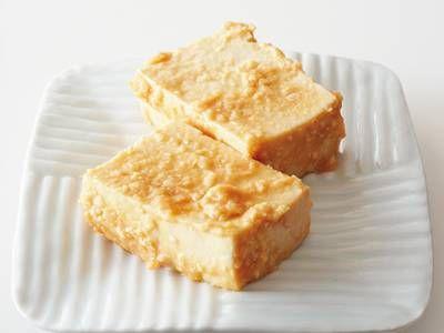 瀬尾 幸子さんの木綿豆腐を使った「豆腐のみそ漬け」のレシピページです。沖縄名産の豆腐ように似たコクのある味わい。みその塩分によって漬ける時間は調整しましょう。 材料: 木綿豆腐、みそ床