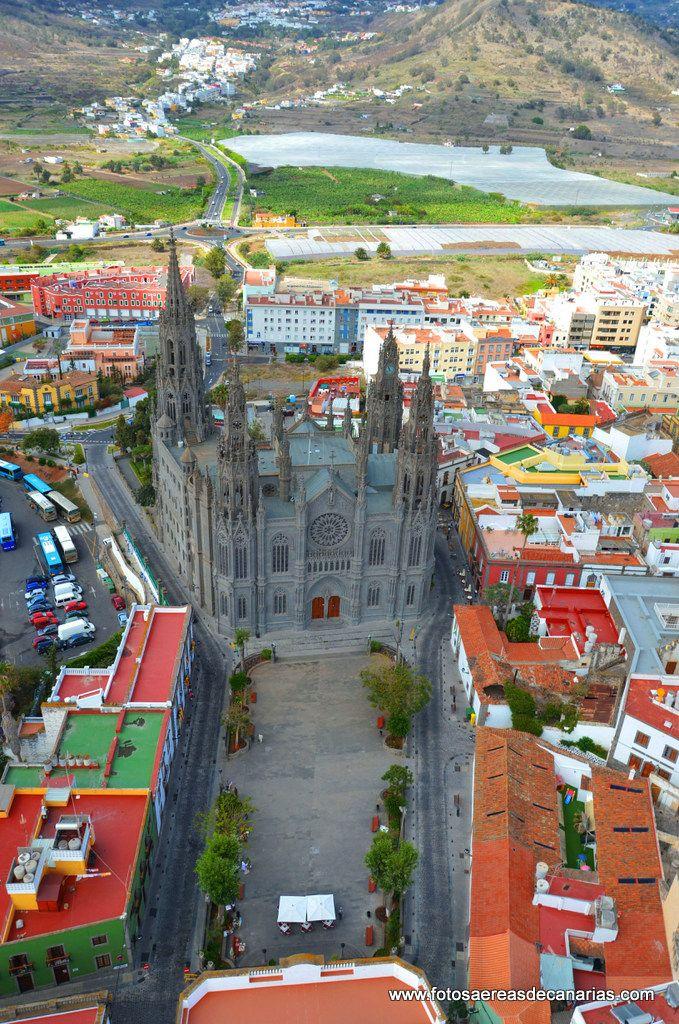 Iglesia de San Juan Bautista y vista aérea de Arucas, Las Palmas de Gran…