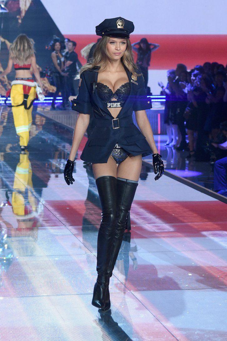 Pin for Later: Seht alle Fotos der Victoria's Secret Fashion Show Josephine Skriver