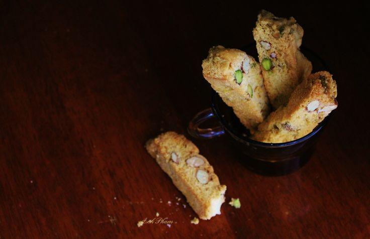 Pistachio and almond biscotti