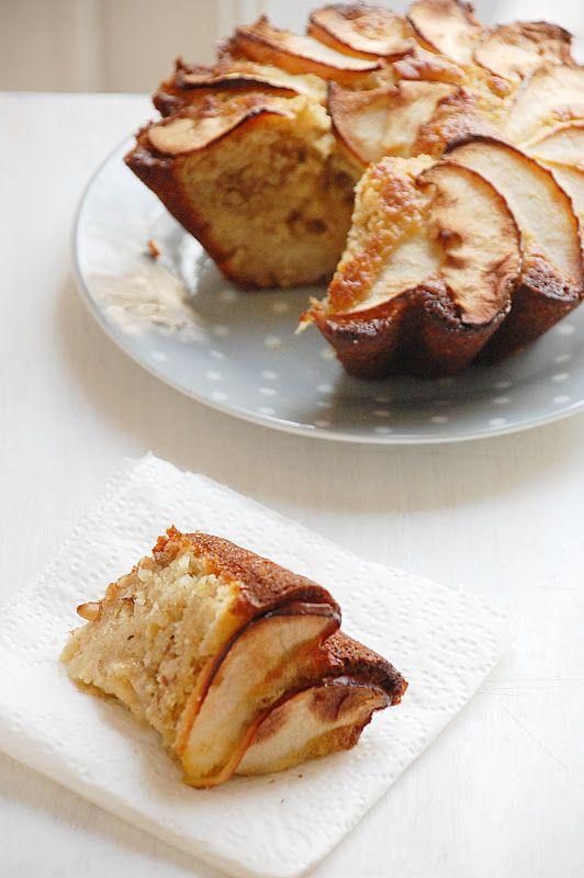 Bizcocho tibio de manzana y frutos secos