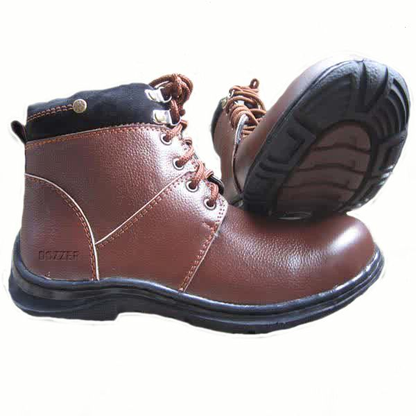 Spesifikasi Sepatu Safety p 205  Tinggi -+17cm Berat -+1.6kg Memakai Steel Toe Cap ( Besi Pelindung Jari Kaki ) Memakai Sole Rubber dari bahan karet yang kuat Menggunakan lapisan kain yang empuk & nyaman didalam untuk menambah kenyamanan saat dipakai Memakai bahan KULIT SAPI ASLI