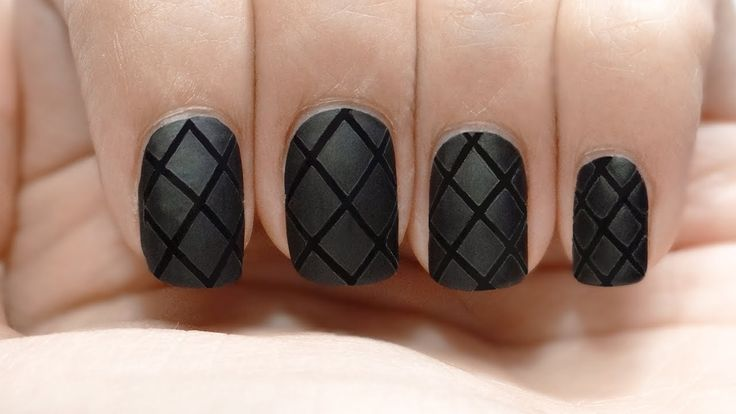 Uñas acolchadas red net quilted nails