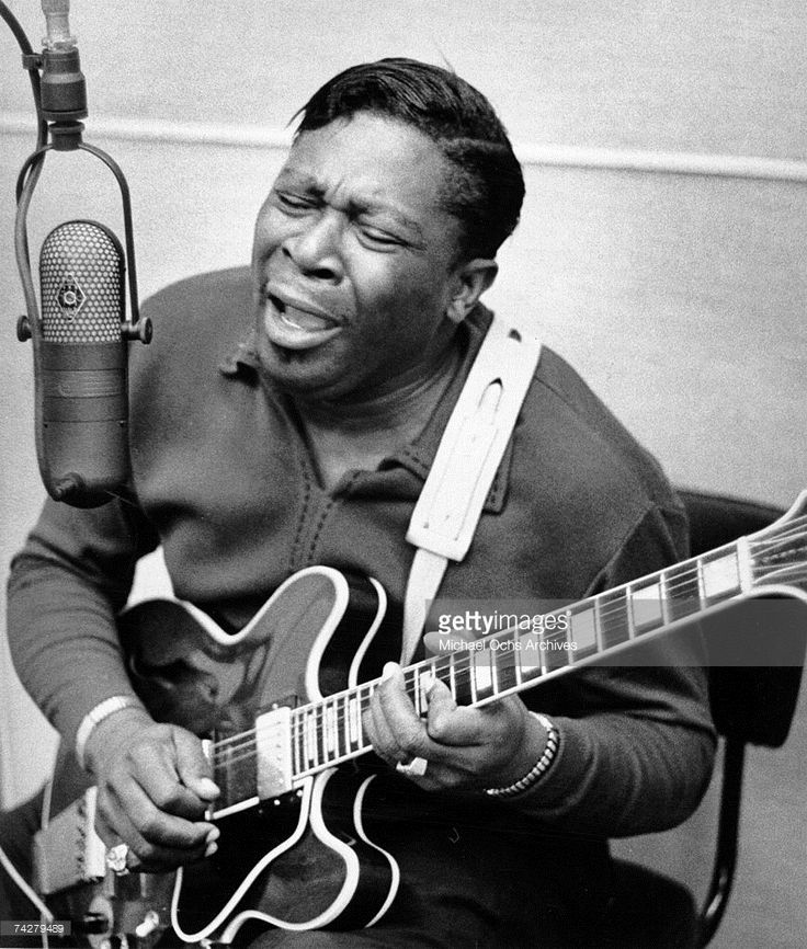 Blues musician BB King records in the studio with his 'Lucille' model Gibson hollowbody electric guitar in circa 1960. (Photo by Michael Ochs Archives/Getty Images)