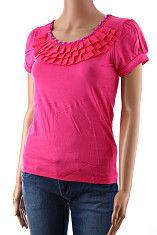 Dámske tričko Berge ružové  Elegantné ružové dámske tričko s krátkym rukávom s volánikom okolo krku a patentom na konci rukávov. Tričko má vo výstrihu ozdobu s lesklých obdĺžnikových kamienkov. Materiál je prírodná viskóza s elastanom, volánik je polyesterový.  http://www.yolo.sk/damske-tricka-bluzky-kratky-rukav/ruzove-damske-tricko-s-kratkym-rukavom-berge