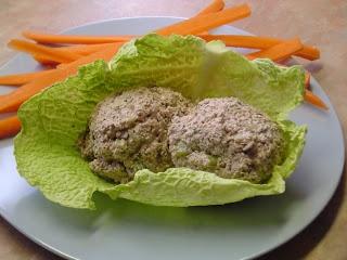 salade de thon et cruditées    1 tasse de graines de tournesol trempées  1 tasse de noix tempées  2 c.a.s. de jus de citron  2 c.a.s. de nama shoyu  1/2 ca.t. d'ail émincée  1/2 c.a.t. de flocons de kelp (varech)    mélanger le tout au robot culinaire et ajouter;    1 cornichons hachés  1 c.a.t. de vinaigre de cidre de pomme  1 c.a.t. d'herbamare ( falcutatif)  3 c.a.s. de jus de cornichons  1c.a.s. d'aneth fraiche hachée  1/4 de tasse d'oignon haché  1/4 de tasse de
