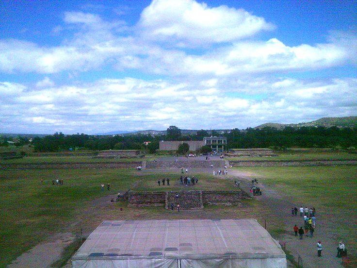 Vista desde lo alto del Templo de Quetzalcoatl, en Teotihuacan