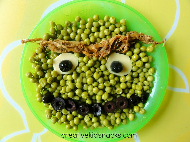 How to use  Oscar the Grouch as a template to serve the kids super healthy foods like peas, meat, olives, or broccoli, beans, or other greens you want them to eat!  | CreativeKidSnacks.com