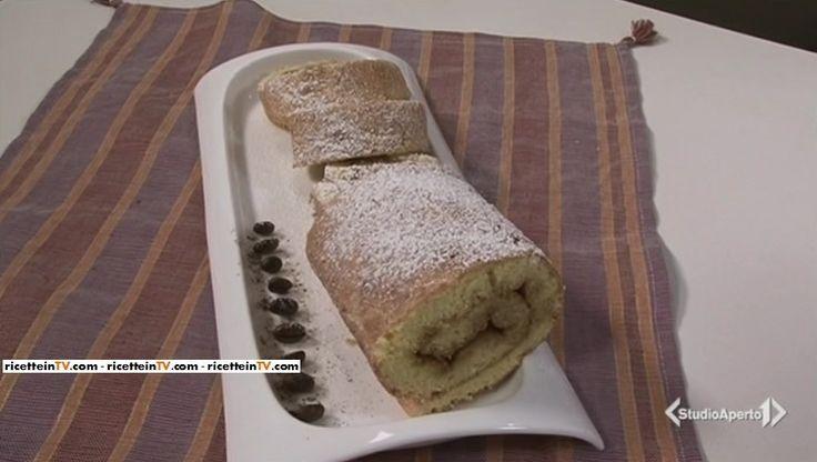 La ricetta del rotolo con crema al caffè, proposta da Tessa Gelisio nella puntata odierna (05 maggio 2017) di Cotto e mangiato.