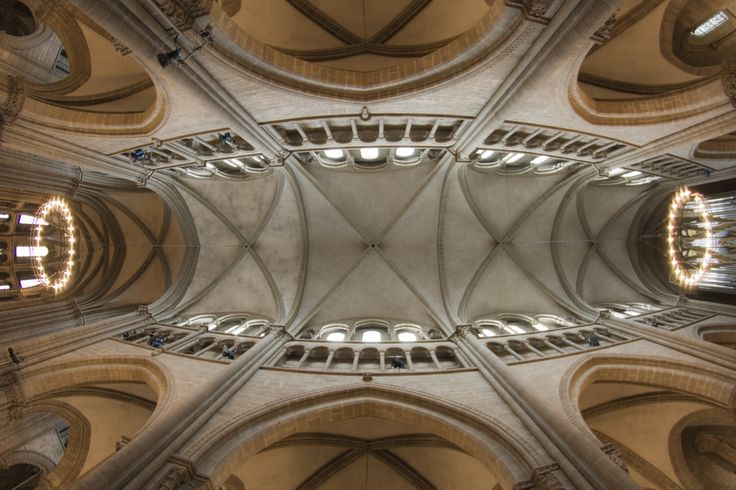 The Ceiling of Saint Pierre's cathedral in Geneva, Photo by Guillermo Marcondes Zambrano.