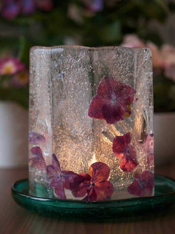 Ice lantern with hydrangea. DIY made in a ice lantern mould. From Moseplassen.no