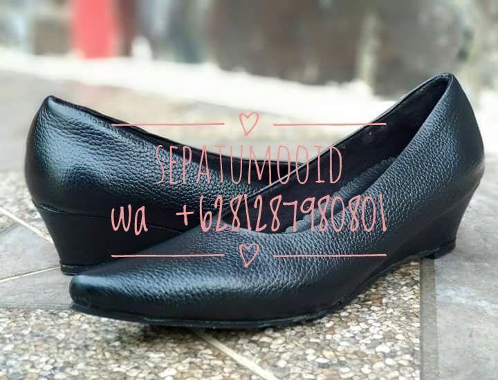Bismillah... #SepatuKulit Casual Wanita Nirina by #SMO  Happyday... PO  20hari Rp. 250.000 Hidden heels  Cek http://sepatumoo.com  #SepatuKulitAsli #SepatuCasual #SepatuCewek #CasualCewek #SepatuMagetan #JualSepatu #SepatuMurah #FlatformShoes #SepatuFlat #SepatuCustom #SepatuKantor #SepatuOriginal #Shoes #FlatShoes #WomenShoes #LeatherCraft #LeatherShoes #Footwear #HandMadeShoes #SepatuMooID