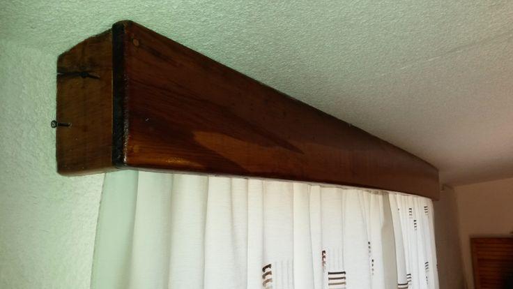 Cortinero de madera de pino