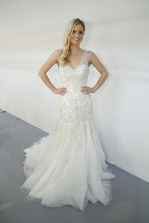 Roz la Kelin   Wedding Dresses   Fall 2015    V Neck Wedding Gown   New York Bridal Week   #rozlakelin #weddingdress #weddingwire