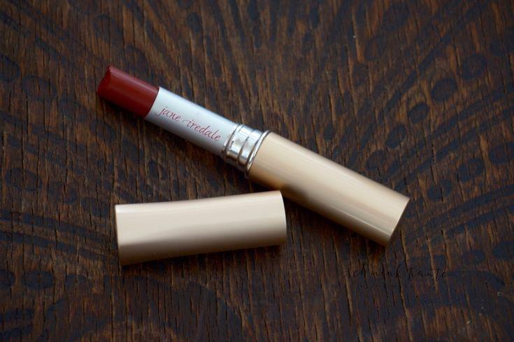 Cindy heißt der dunkelrote Lippenstift aus der Herbstkollektion 2016 von Jane Iredale.