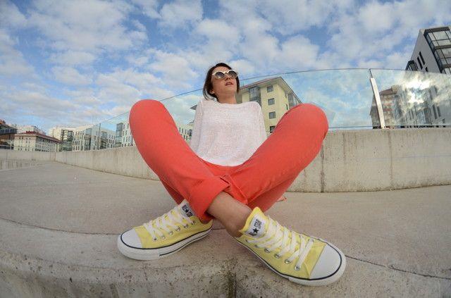Looks con zapatillas amarillo claro Converse - Trendtation