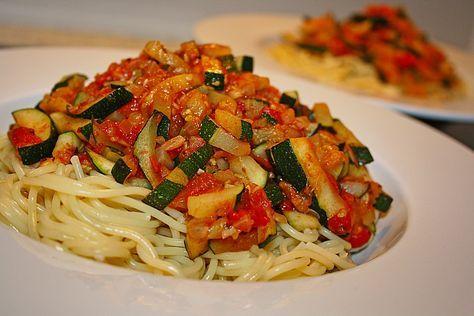 Zucchini - Tomatensoße, ein tolles Rezept aus der Kategorie Gemüse. Bewertungen: 5. Durchschnitt: Ø 3,9.