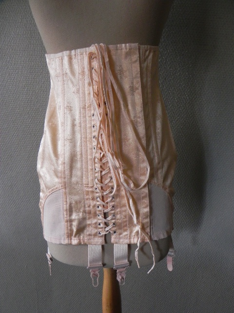 linge ancien corset gainant porte jarretelle anglais