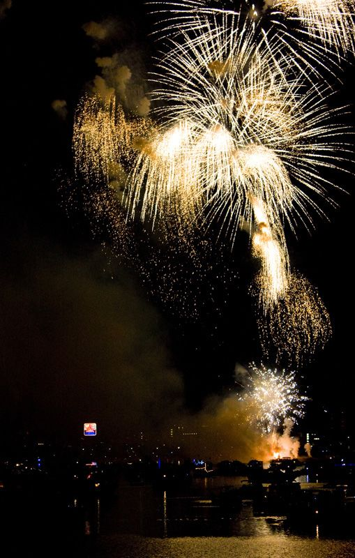 Boston Fireworks Spectacular, Massachusetts (by Ratana)