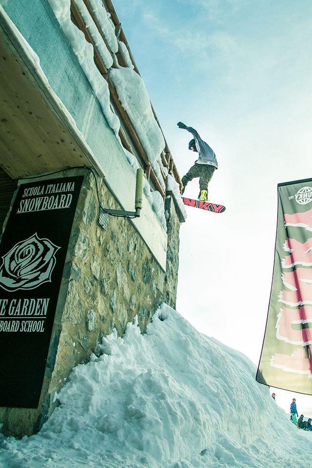Andrea Bergamaschi killin'it @ the garden snowboard school headquarter!! #funky #snowboard #madonnadicampiglio