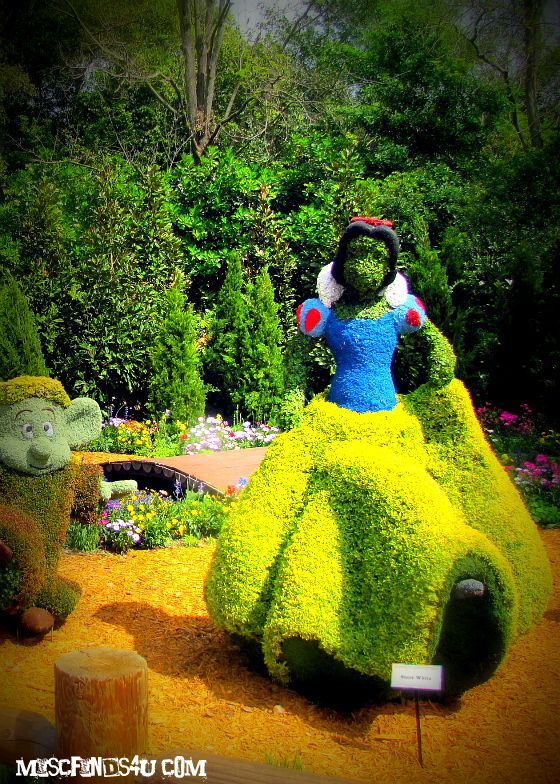 Disney Topiary Part - 47: Snow White Topiary!! I Would Totally Have This In My Yard.