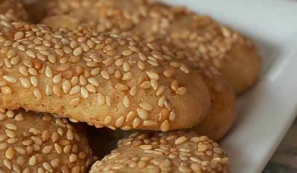 فوائد السمسم المذهلة لصحة جسمك واضراره ومحاذير تناوله Food Bagel Bread