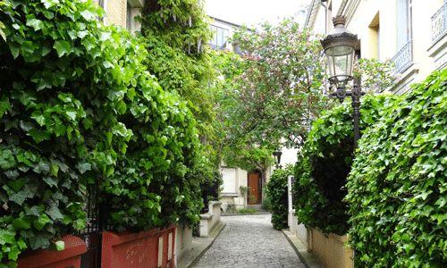 Paris, promenades urbaines et rues secrètes | Lumières de la Ville