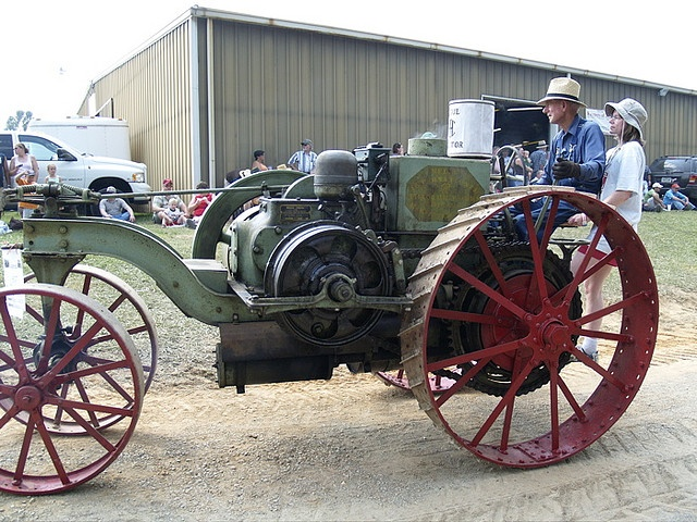 old 1916 Mogul tractor (early brand of international Harvester  Corporation), one of the earliest internal combustion engine powered  tractors