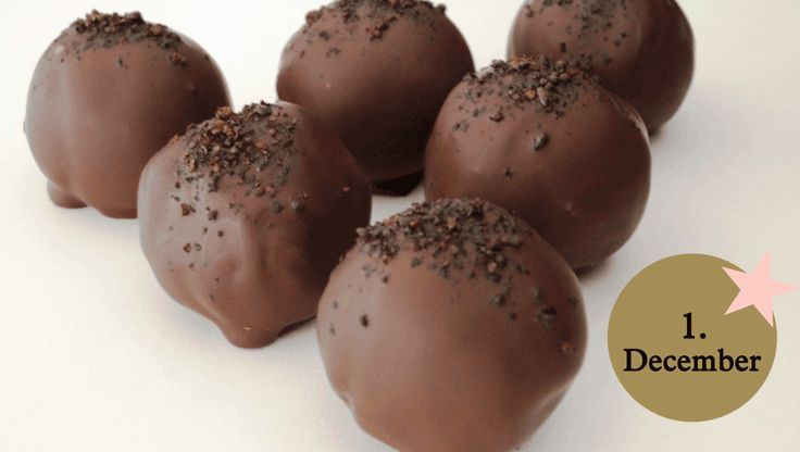 LCHF opskrift: Mandler og mørk chokolade er muligvis de to sundeste konfektingredienser, du kan vælge, hvis du skal have julegodter. Chokoladen (den med det høje kakaoindhold) indeholder antioxidanter, der beskytter mod sygdomme, og mandlerne er både rige på kostfibre og protein.