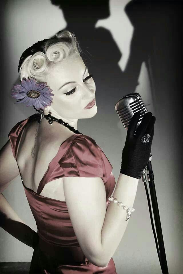 Pin-up - Portrait - Glam - Music - Vintage-Style Microphone - Photography - Pose Idea