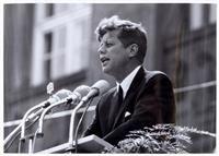 """#JFK #Kennedy, John F. """"ICH BIN EIN BERLINER"""" Die Aufnahmen zeigen den amerikanischen Präsidenten Kennedy (1917-1963) bei seinem berühmten Staatsbesuch vom 26.6.1963 in Berlin"""