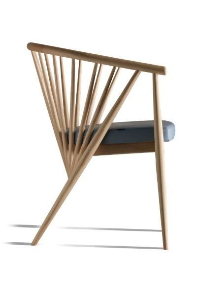 Genny, armchair made of ash wood.