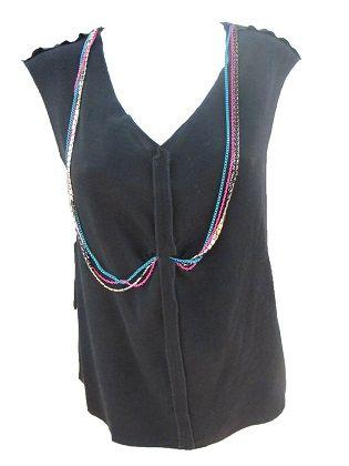 Top Collar  Top sin mangas y escote pico. Detalle de collar de tres cadenas flúor.