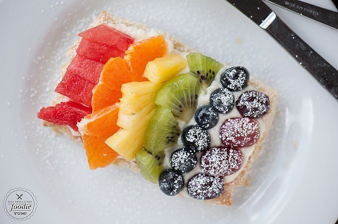 Using prepackaged puff pastry and fresh fruit, let your kids help you create the most amazing (and healthy) fruit pizza dessert — they could even eat one for breakfast! Line your pastries with a layer of mascarpone, and let the littles create rainbows with the fruit pieces. Healthy and fun!                  Image Source: Self Proclaimed Foodie