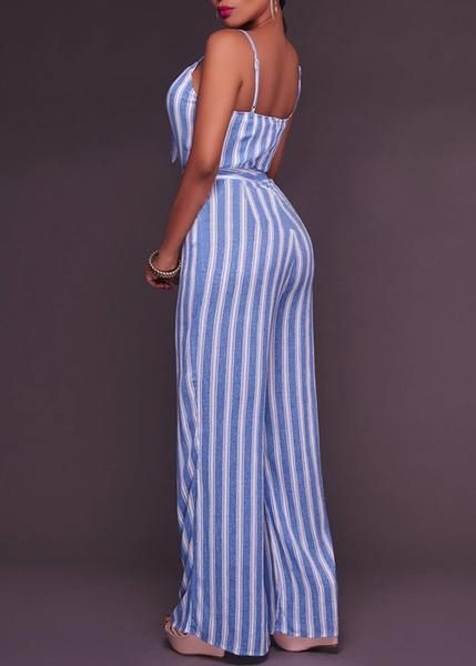 Macacão longo confeccionada em tecido macio. Modelo com estampa listrada, de estilo pantalona e com vazado na frente. Super sexy para arrasar nas festas.