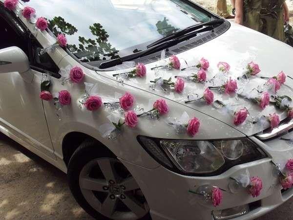 Coches de novios: Fotos de decoraciones - Original decoración floral para tu coche de novios