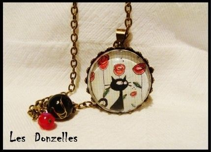 Collier cabochon en verre - chat au tulipes-