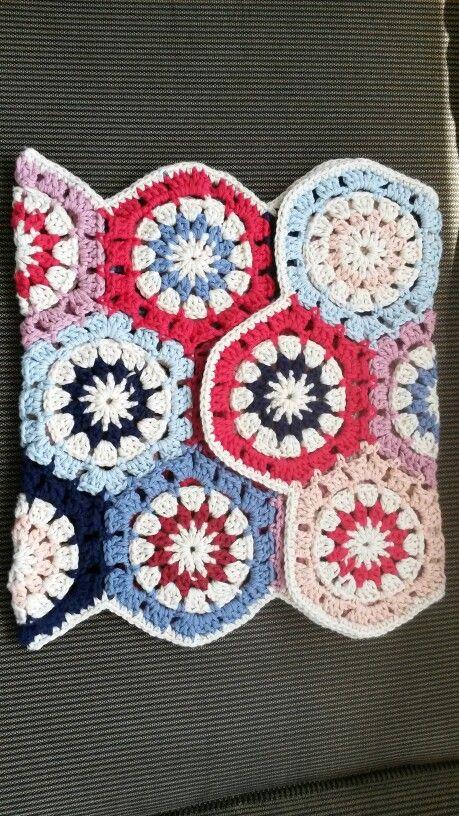 Crochet hexagon bag made with drops paris, crochet hook size 5.