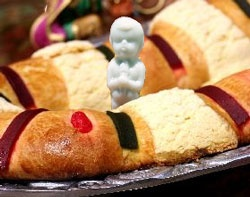 Rosca de Reyes con muneca  =) I think we are going to do this again this year!
